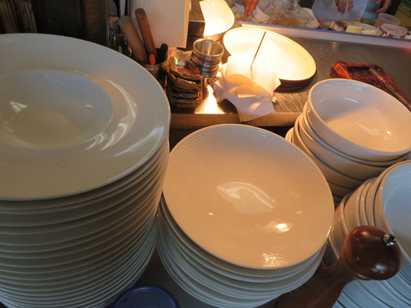 clean plates and bowls
